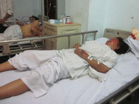 Xe rơi xuống vực ở Lào, xe có 2 người Việt - 1