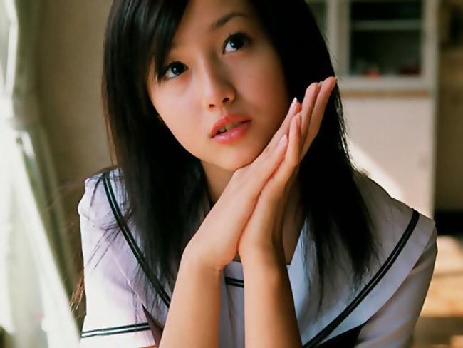 """Dần dần được góp mặt trong một số phim truyền hình qua những vai phụ,  nhưng với khuôn mặt biểu cảm, diễn xuất có hồn, Erika nhanh chóng đc  một số đạo diễn điện ảnh tin tưởng giao cho những vai có chiều sâu hơn  trong một số phim điện ảnh như là """"Shinobi""""( 2005) và đặc biệt  """"Pacchigi"""" (2005) bên cạnh Joe Odagiri, mà nhờ đó Erika đc đề cử giải  Newcomer of the year của Japanese Academy Awards (giải thưởng của viện  hàn lâm Nhật bản) và đoạt giải best new actress của Blue Ribbon Awards  (giải thưởng phim uy tín do hội các báo phê bình phim Tokyo tổ chức)."""
