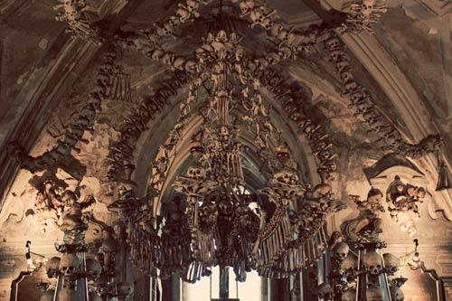 Rợn người nhà thờ bằng 70.000 bộ xương - 1