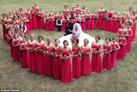 Đám cưới có 80 phù dâu - 1