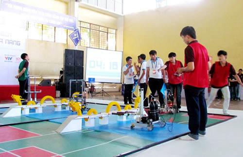 """Ấn tượng cuộc thi """"Xây dựng cầu Rồng bằng robot"""" - 1"""
