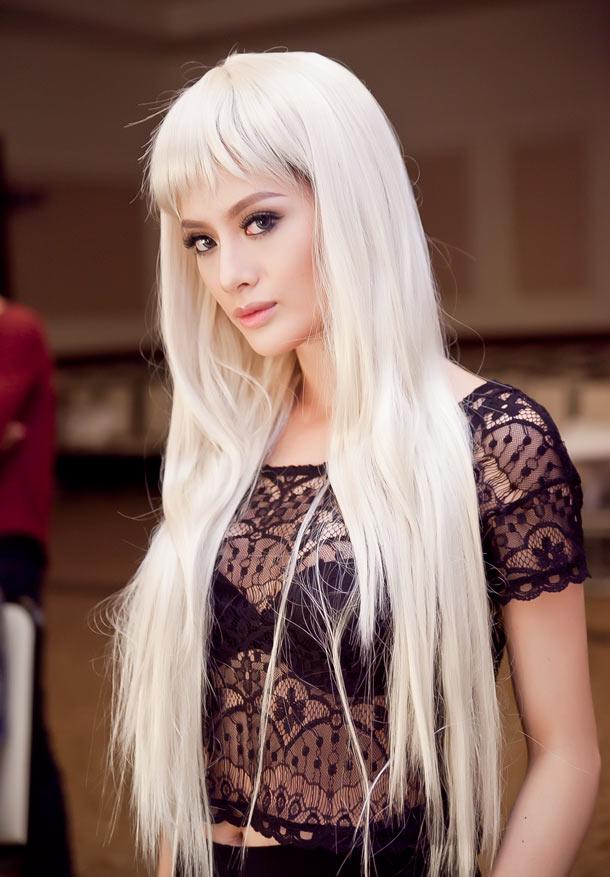Mẫu Nữ Tây Hóa Với Tóc Bạch Kim Bí Quyết Mặc đẹp