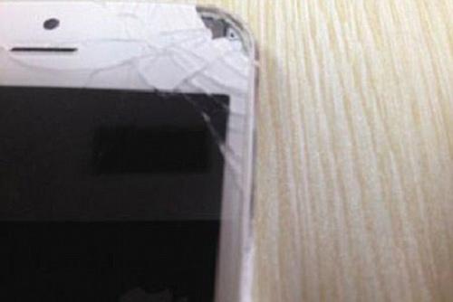 iPhone 5 lại phát nổ gây thương tích - 1