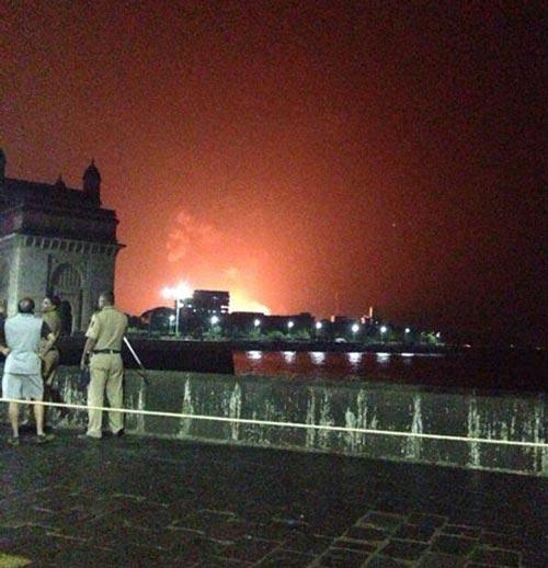 Ấn Độ: Tàu ngầm nổ, 18 thủy thủ kẹt bên trong - 1
