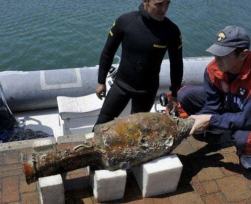 Những bình cổ Hy Lạp kỳ lạ dưới biển - 1