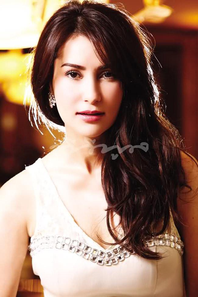 Cô giành giải thưởng Nữ diễn viên xuất sắc nhất của Hiệp hội Điện ảnh Quốc Gia Thái Lan. Sau này, cô còn làm nhà sản xuất truyền hình và chương trình.