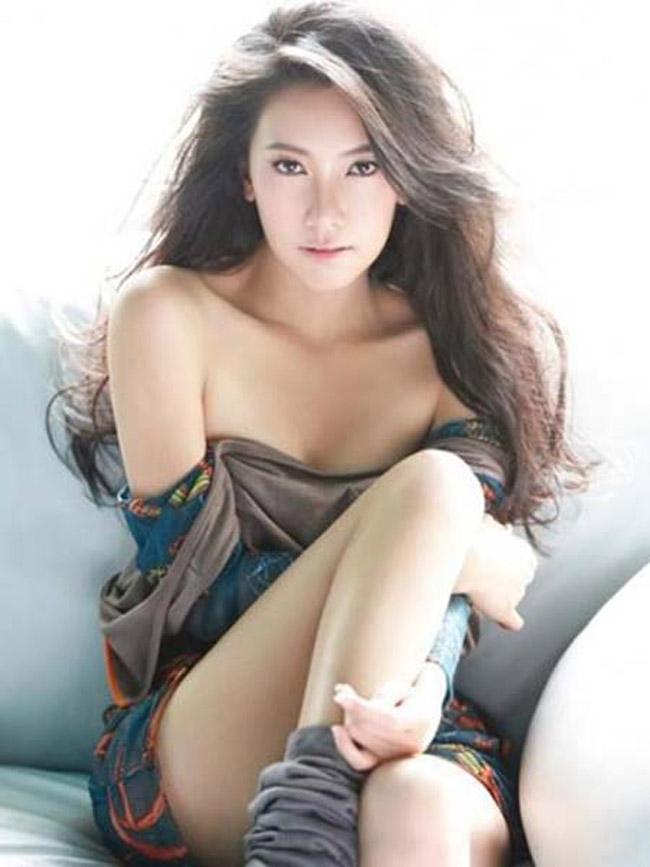 Noon bắt đầu sự nghiệp vào năm 1997 và đến nay, danh sách phim mà cô tham gia khiến nhiều người mơ ước, ngưỡng mộ. Noon được đông đảo người hâm mộ ca ngợi là nữ diễn viên đẹp nhất ở Thái Lan.