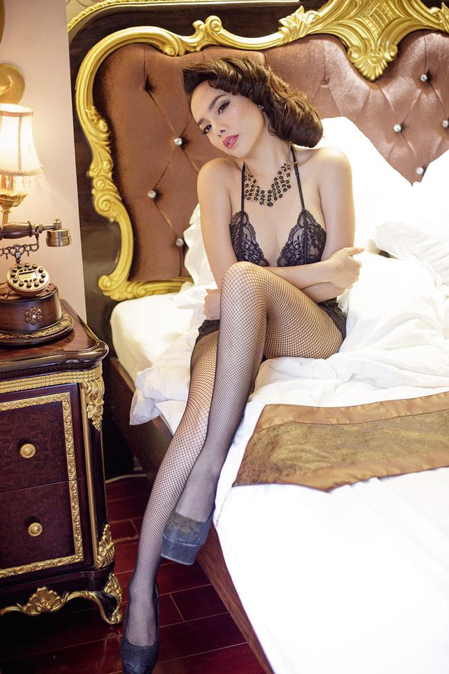 Từng giành giải MissBikini trong một cuộc thi nhỏ, TừHạnh Vân còn là diễn viên, người mẫu và giờ đang chuẩn bị lấn sân sang sân khấu âm nhạc
