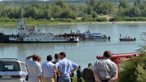 Nga: Tàu khách đâm sà lan, 8 người chết - 1