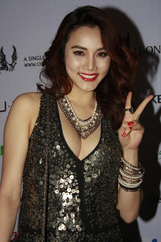 """Lối mặc """"thiếu an toàn"""" của Trang Nhung - 1"""