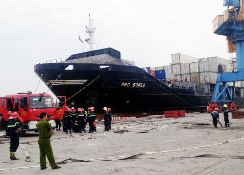 Hải Phòng: Container chở hóa chất bốc cháy - 1