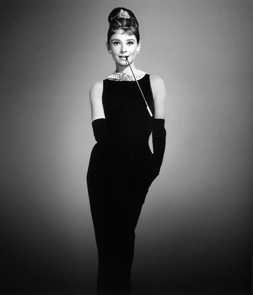 Váy đen chưa bao giờ thôi cuốn hút - 1