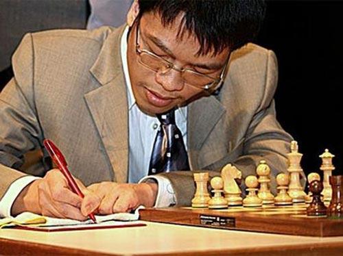 Đả bại kỳ thủ số 1 nước Nga, Quang Liêm lập chiến công phi thường - 1