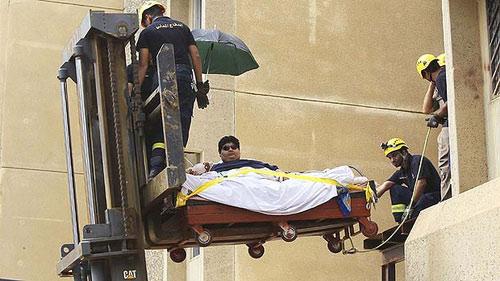 Trực thăng đưa thanh niên 610 kg đến bệnh viện - 1