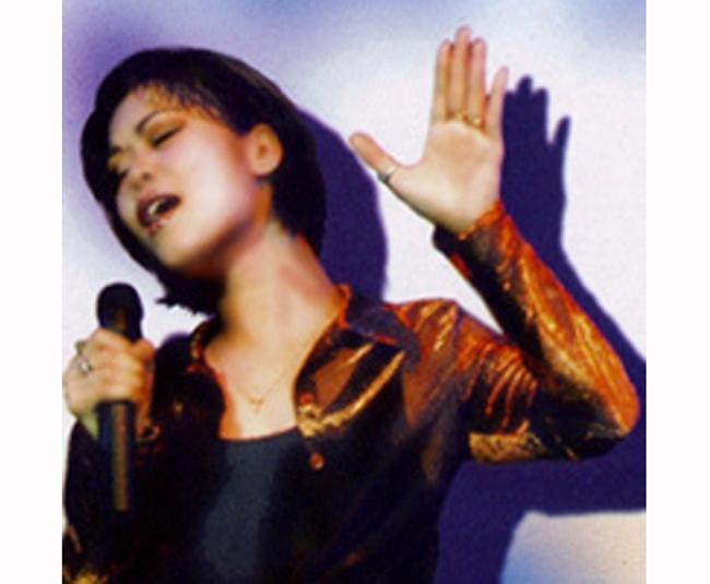 Sớm bộc lộ năng khiếu ca hát, Thu Phương trúng tuyển vào Nhà hát Tuổi trẻ Việt Nam lúc mới 14 tuổi, sau đó chị học trung cấp thanh nhạc ở Nhạc viện Hà Nội và tốt nghiệp năm 1990