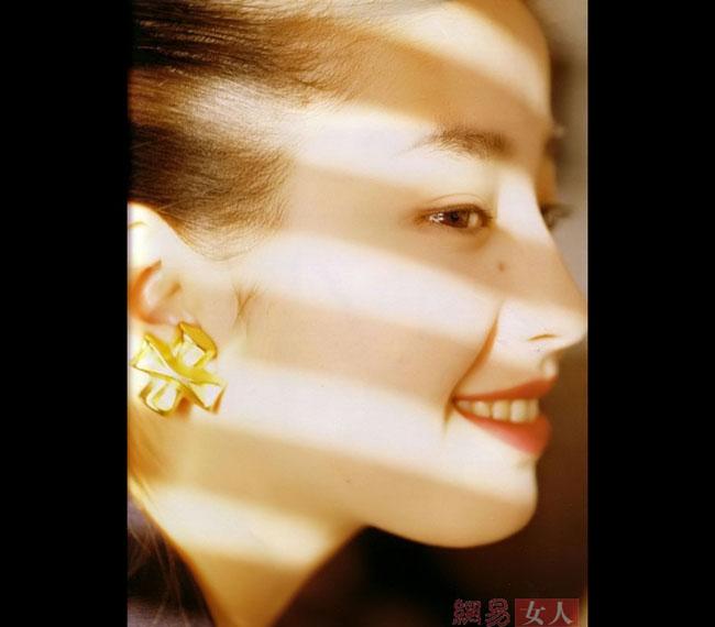 Người mẫu kiêm diễn viên Nhật Bản Rie Miyazawa có chiếc mũi cao thẳng.