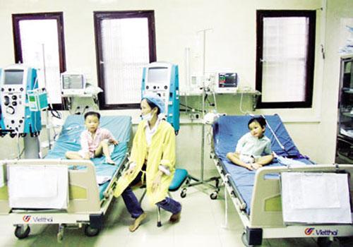 Gian nan cứu 3 bé bị ép uống thuốc độc - 1