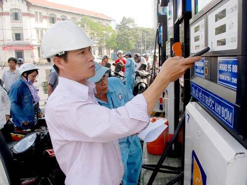 Giá xăng dầu đang giảm mạnh - 1