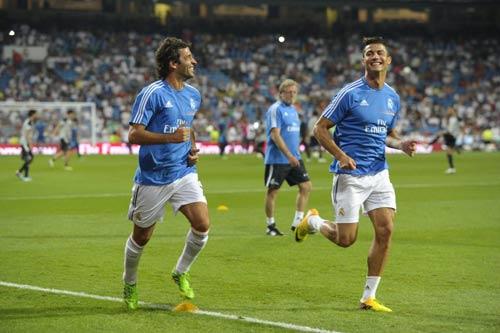 Raul trao lại áo số 7 cho Ronaldo - 1