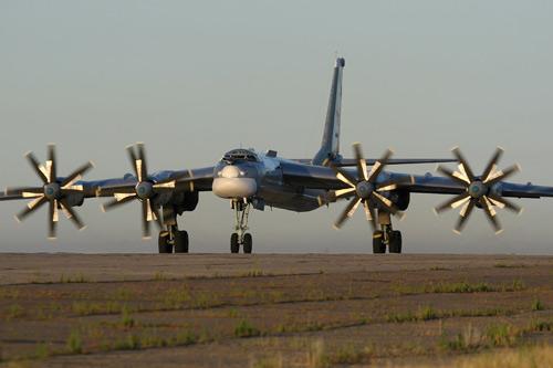 Chiến đấu cơ Nhật chặn máy bay ném bom Nga - 1