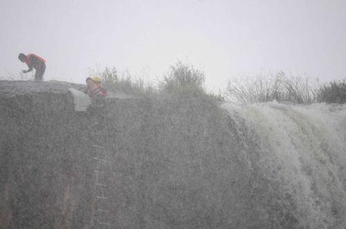 Sao Việt chinh phục thác nước rộng 250m - 1