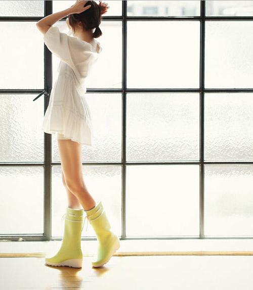 """Kiểu giày """"chuyên trị"""" trời mưa - 12"""