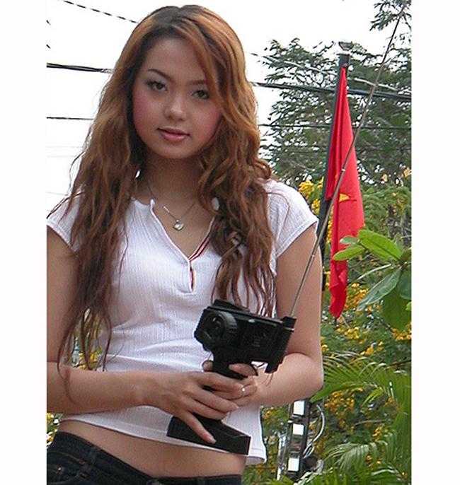 Năm 2011, cô chính thức tách khỏi công ty Thiên Thi, trở thành ca sĩ độc lập