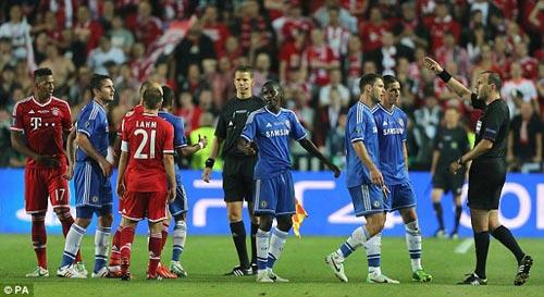 """Mourinho """"cay cú"""" sau thất bại - 1"""
