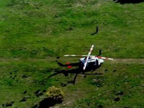 Úc: Chết thảm vì bị rơi từ máy bay cứu hộ - 1