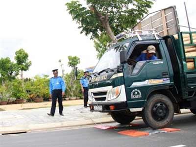 Độ xe Trung Quốc để nâng tải, phá đường - 1
