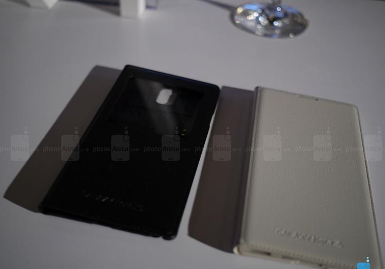 Galaxy Note 3 chính là smartphone đầu tiên hỗ trợ USB 3.0 (giúp tăng tốc độ truyền tải dữ liệu với máy tính) và tất nhiên nó vẫn tương thích ngược với microUSB 2.0.