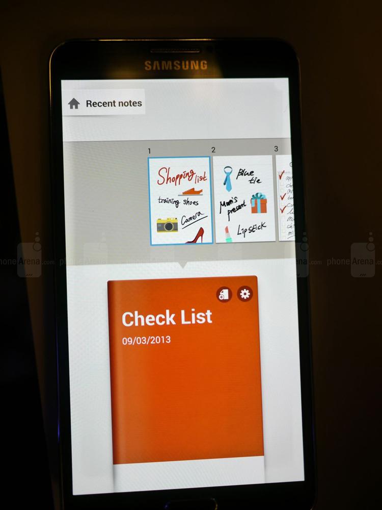 Samsung Galaxy Note 3 có sẵn trong các biến thể màu đen, trắng và hồng. Ngoài ra còn có tùy chọn vỏ giả da nhiều màu sắc.