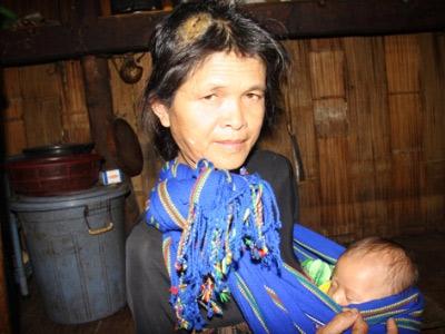 Người đàn bà kỳ lạ ở chân núi Tu Mơ Rông - 1