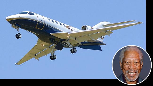 Syberjet Sj30 là máy bay riêng của nam diễn viên da màu Morgan Freeman. Giá khoảng 8 triệu đô Mỹ