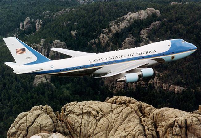 Đây là máy bay của cựu tổng thống Mỹ Goerge Bush. Con Air Air Force One (Boeing VC-25) này giá khoảng 325 triệu đô Mỹ.