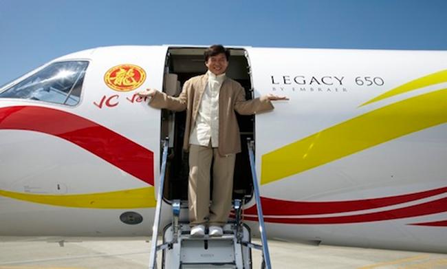 Thành Long từng được hãng máy bay Embraer S.A tặng một chiếc Legacy 650