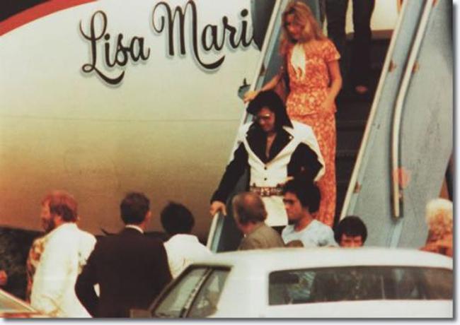 Danh ca Elvis Presley năm 1975 sở hữu một chiếc Convair 880 mang tên 'Lisa Marie'