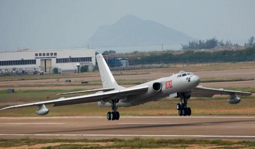 Nhật điều chiến đấu cơ chặn máy bay ném bom TQ - 1