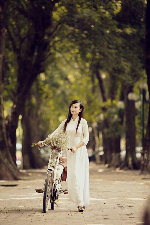 Thiếu nữ mang Thu về trên phố Hà Nội - 1