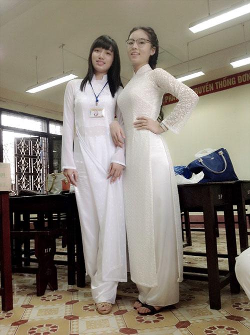 Nữ sinh chuyên chân dài như siêu mẫu - 1