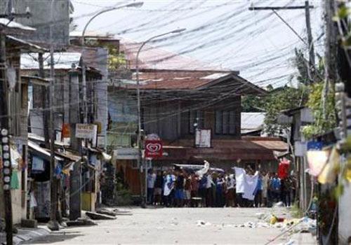 Philippines: Dân bị trói làm lá chắn sống - 1