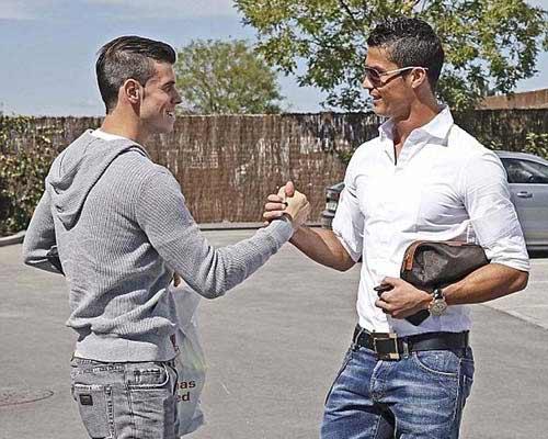 Bale và Ronaldo lần đầu chạm mặt - 1