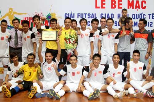 Đội tuyển Futsal VN đón nhà vô địch châu Á - 1