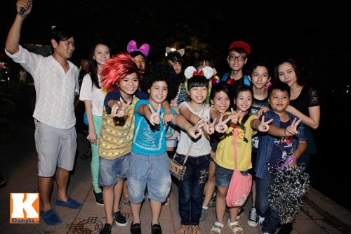 Vợ chồng Giang - Hồ đưa Quang Anh đi chơi Trung Thu - 1