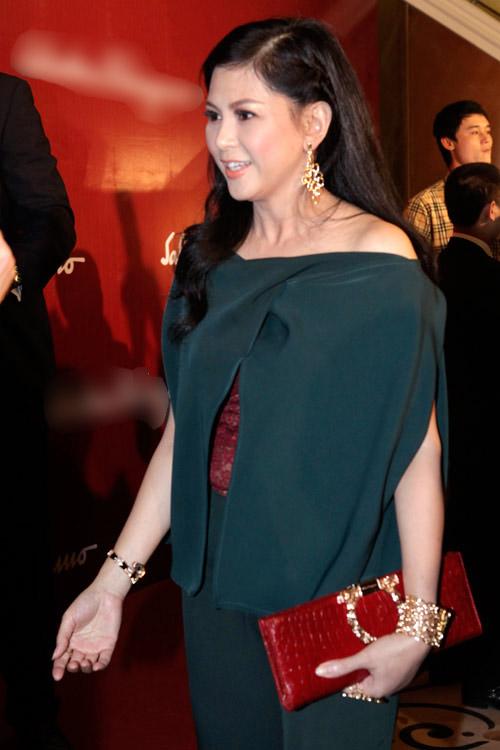 Mẹ chồng Hà Tăng trẻ trung như thiếu nữ - 1