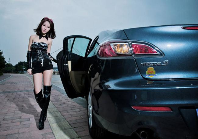 Đường cong nóng bỏng bên Porsche  Mê mẩn với đường cong người đẹp Porsche  Cô thợ máy nóng bỏng 'thiêu đốt' bên xe  Siêu mẫu sexy quảng cáo Honda Civic mới