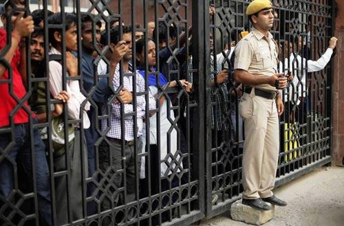 Ấn Độ: Sẽ treo cổ 4 kẻ hiếp dâm trên xe buýt - 1
