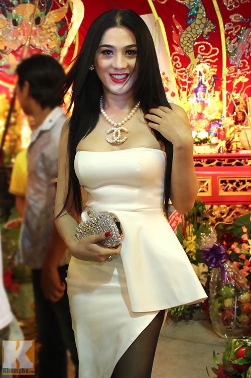 Lâm Chi Khanh gợi cảm ra mắt tổ ngành - 1