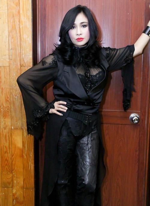 Diva Thanh Lam yêu thích áo xuyên thấu - 1