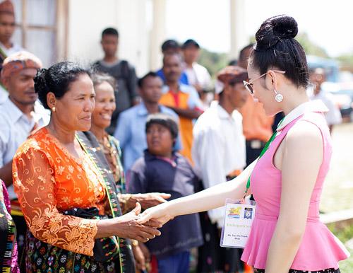Lý Nhã Kỳ gây thu hút tại Indonesia - 1